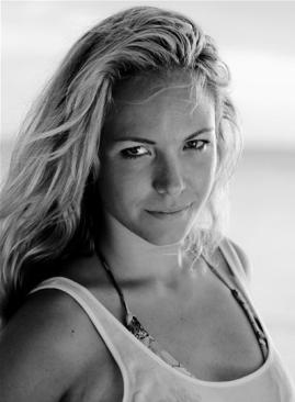 Eline Van der Velden Nude Photos 26